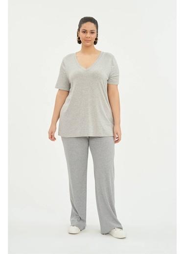 Luokk Blu 1 V Yaka Basic Kısa Kollu Kadın T-Shirt Gri
